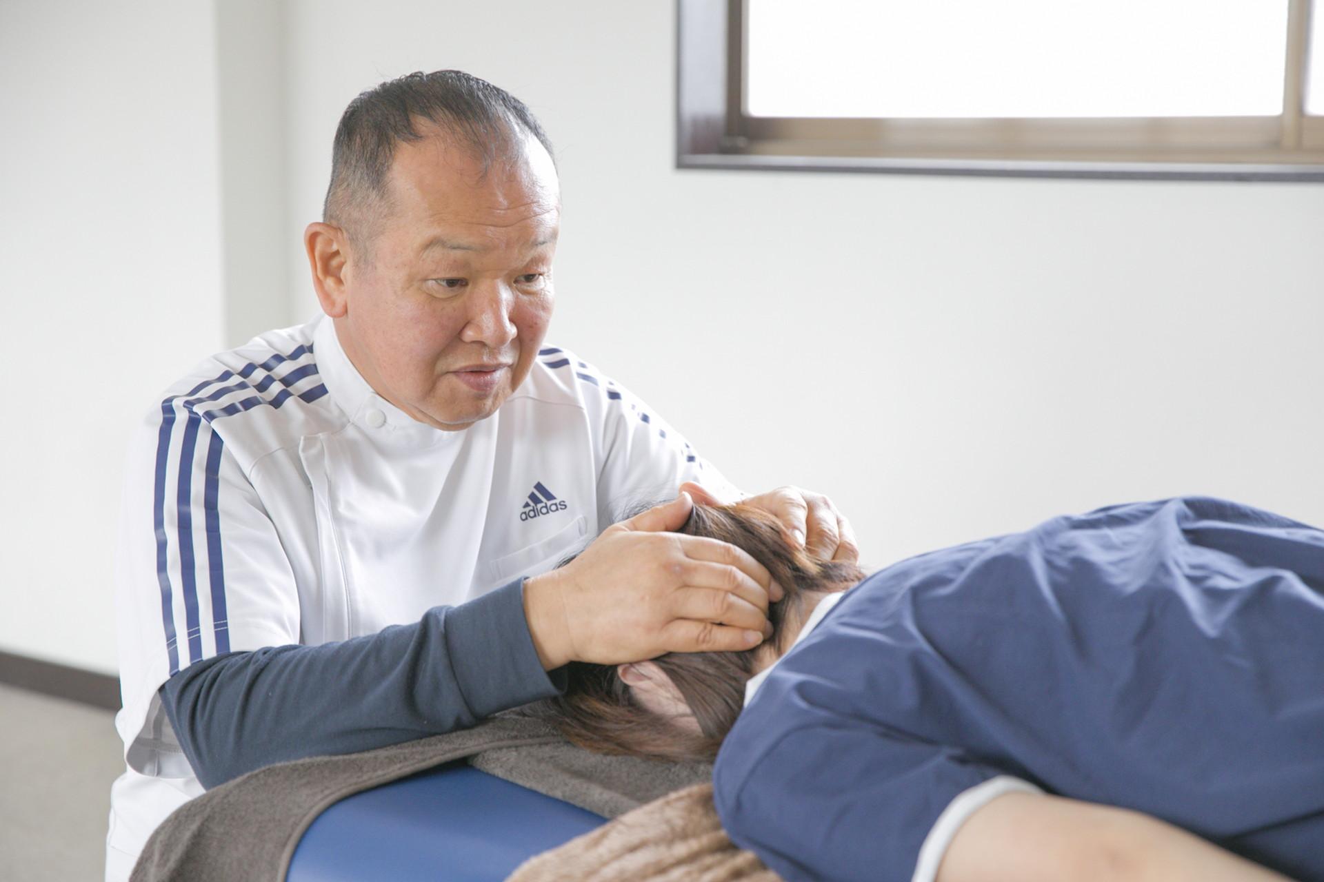 石井接骨院での頭痛アプローチの様子